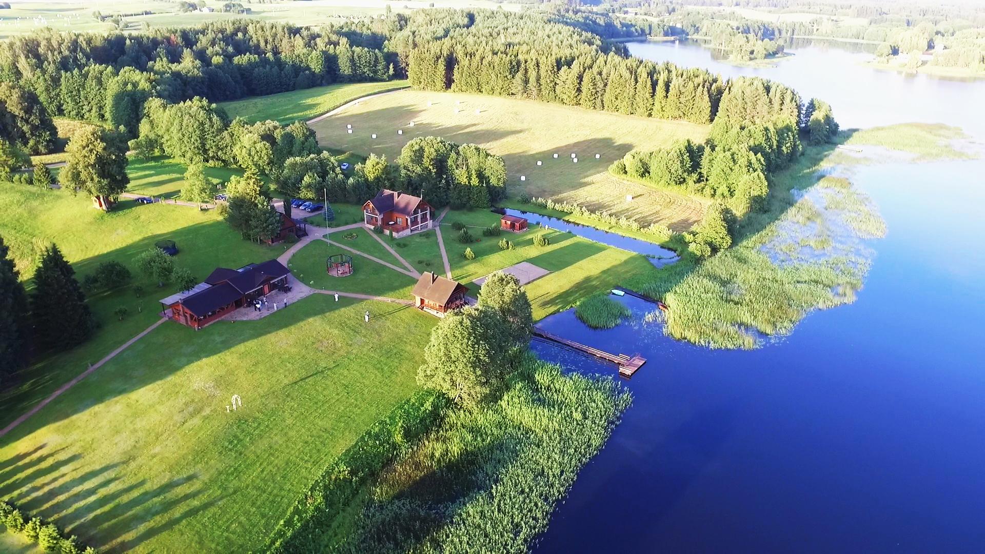 PAS SESTOKA vila sodyba vestuvems sventems renginiams ir poilsiui prie ezero moletu rajone netoli utenos ir vilniaus