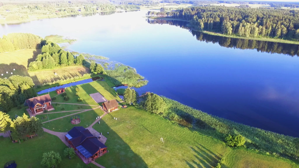 pas sestoka vilos sodybos prie ezero nuoma netoli moletu observatorijos ir etnokosmologijos muziejaus