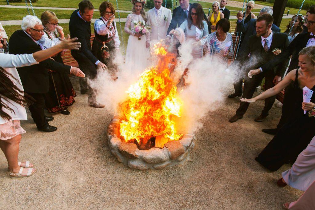 vestuves sventes renginiai sodyboje pas sestoka moletai