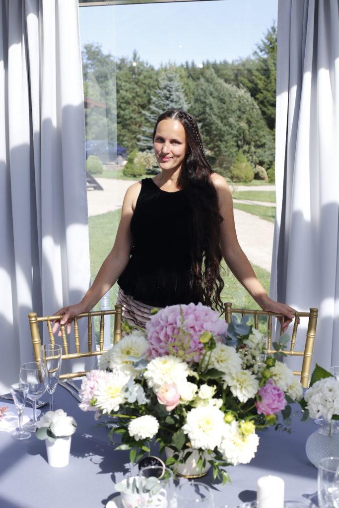 Kristina Vanagiene Vestuviu feja - vestuviu planuotoja dekoratore viloje Pas Sestoka