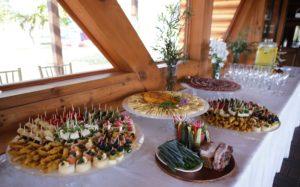 Užkandžių stalas. Maistas vestuvėms